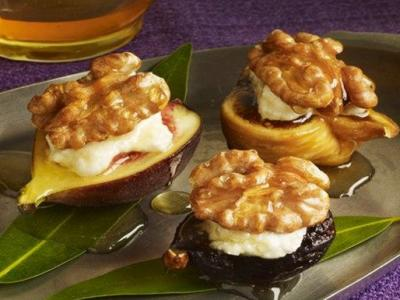Figs with Ricotta, Honey & Walnuts
